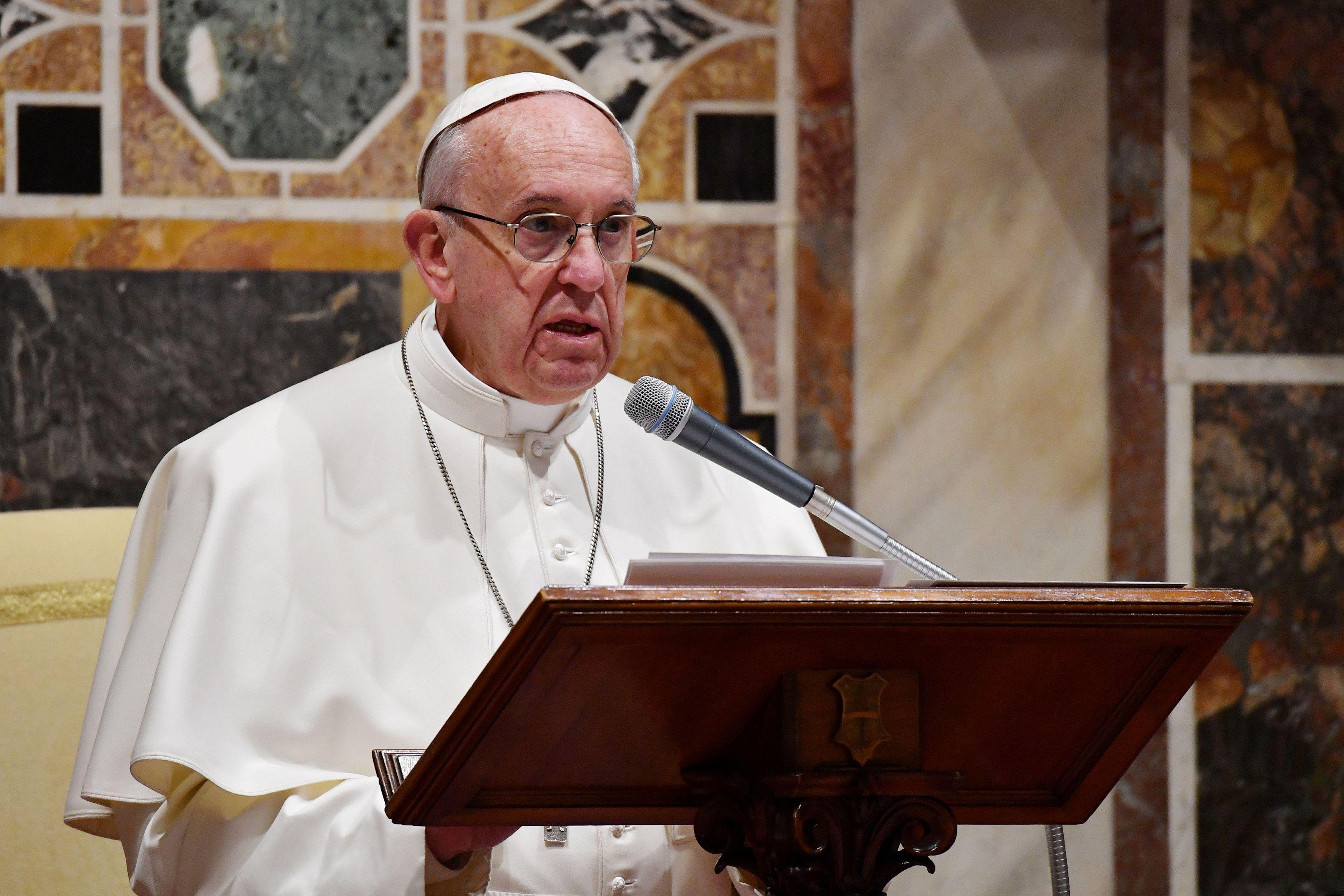 Папа Римский призывает к миру в Сирии