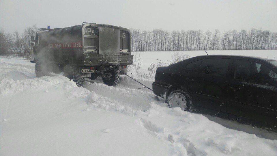 В Украине бушует непогода. Заснеженные дороги и жертвы, опубликованы фото и видео