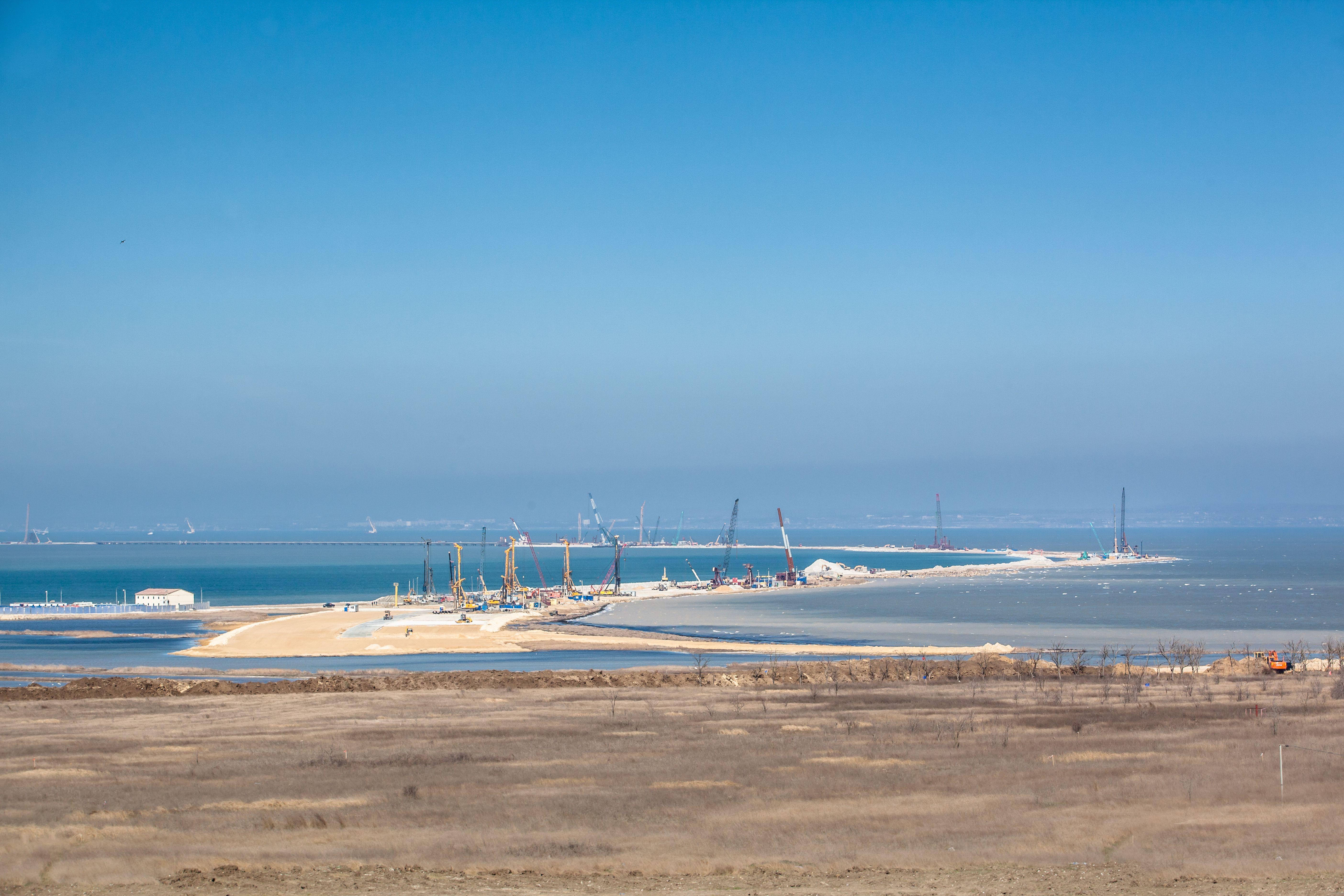 Строительство моста в оккупированный Крым