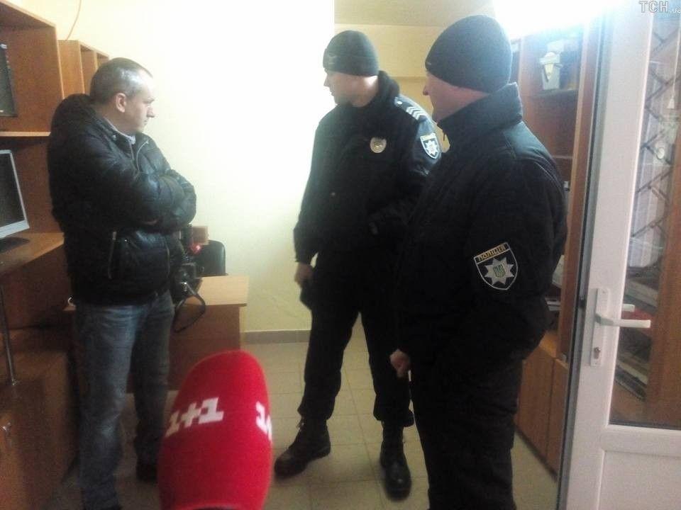 Полицейские не смогли установить личность нападавшего.