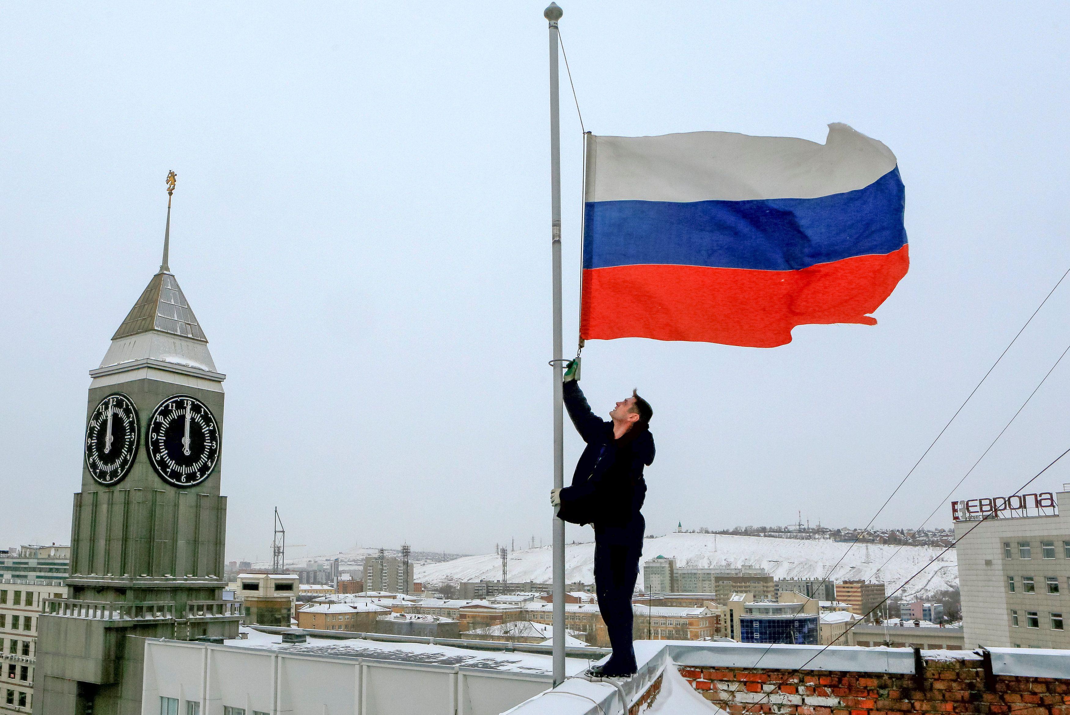 Человек и флаг России, иллюстрация