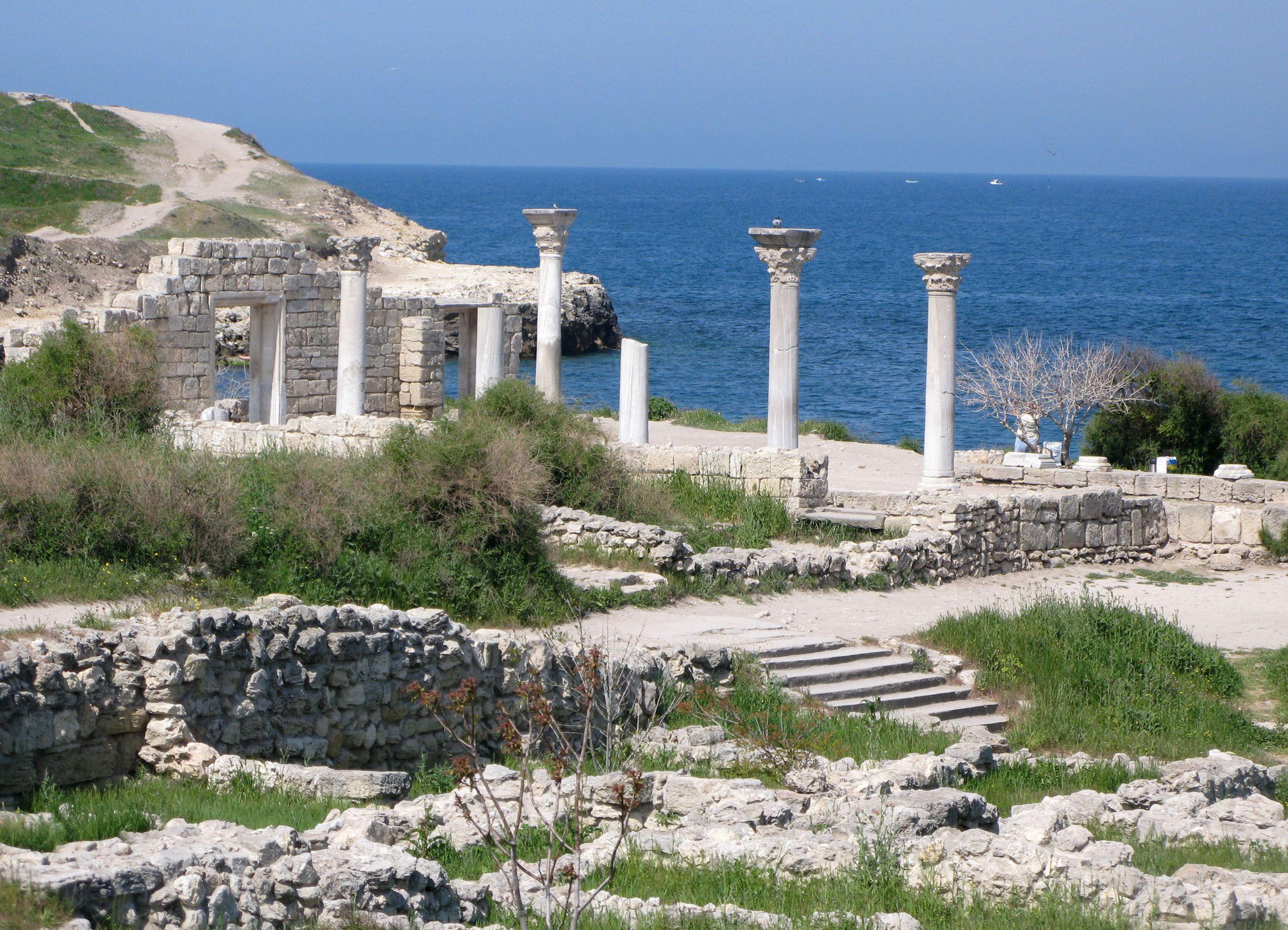 Древнее наследие Крыма уничтожается оккупантами