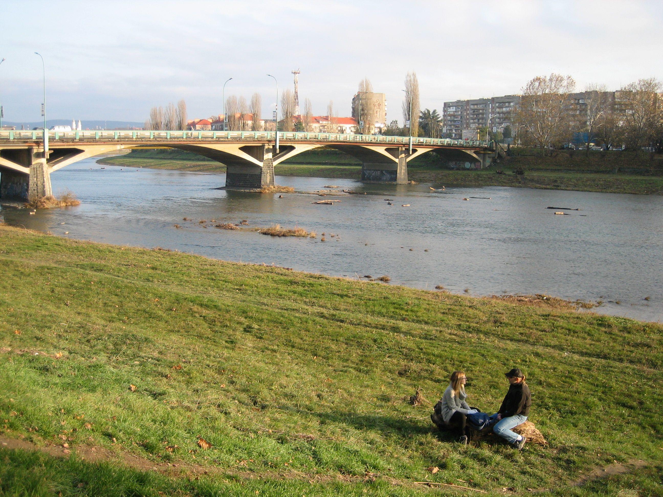 На берегу живописной реки Уж