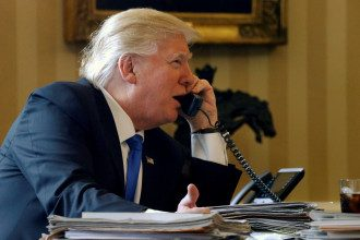 Трамп, телефон