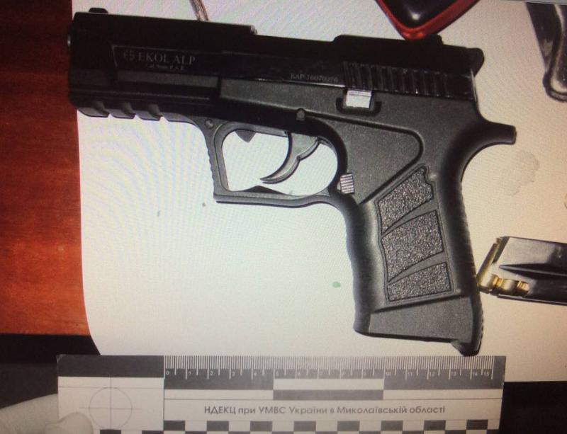 Найденный пистолет и патроны