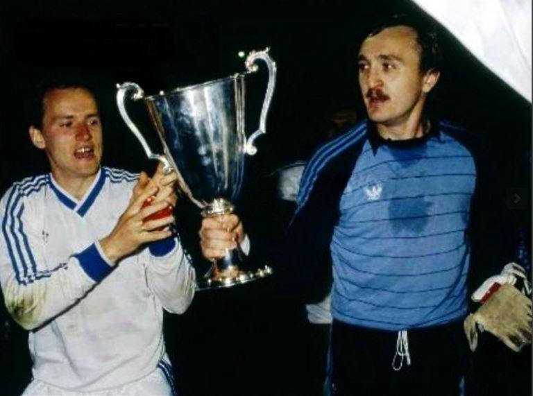 Виктор Чанов (справа) с Игорем Белановым и очередным трофеем