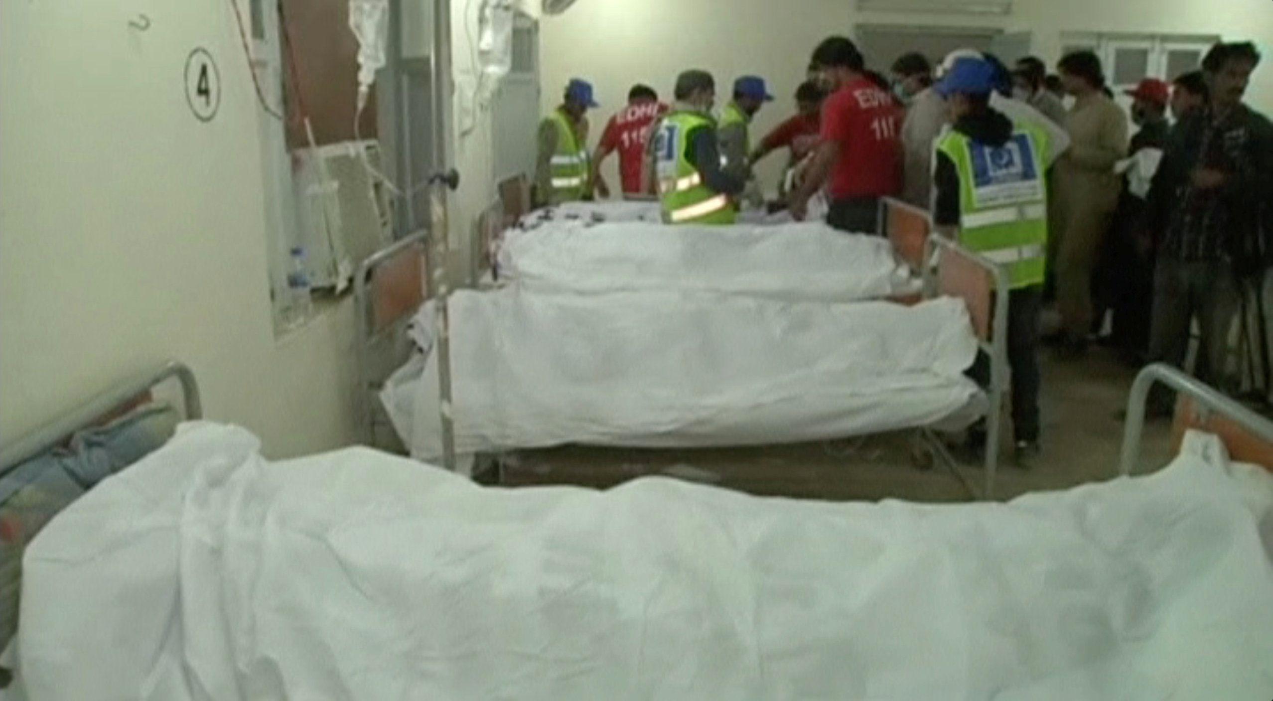 Десятки тел погибших были доставлены в больницы
