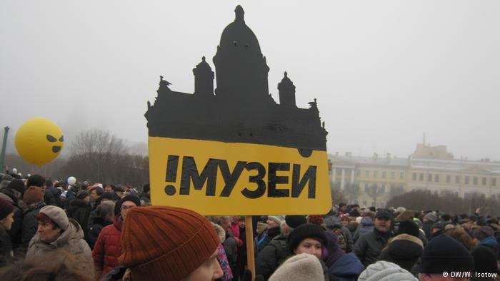 тысячи петербуржцев протестовали против передачи РПЦ Исаакия