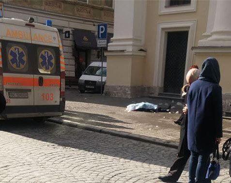 Упавшая с крыши церкви глыба льда убила женщину