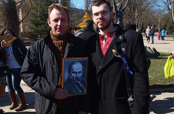 Леонид Кузьмин (справа) с единомышленником в день рождения Кобзаря
