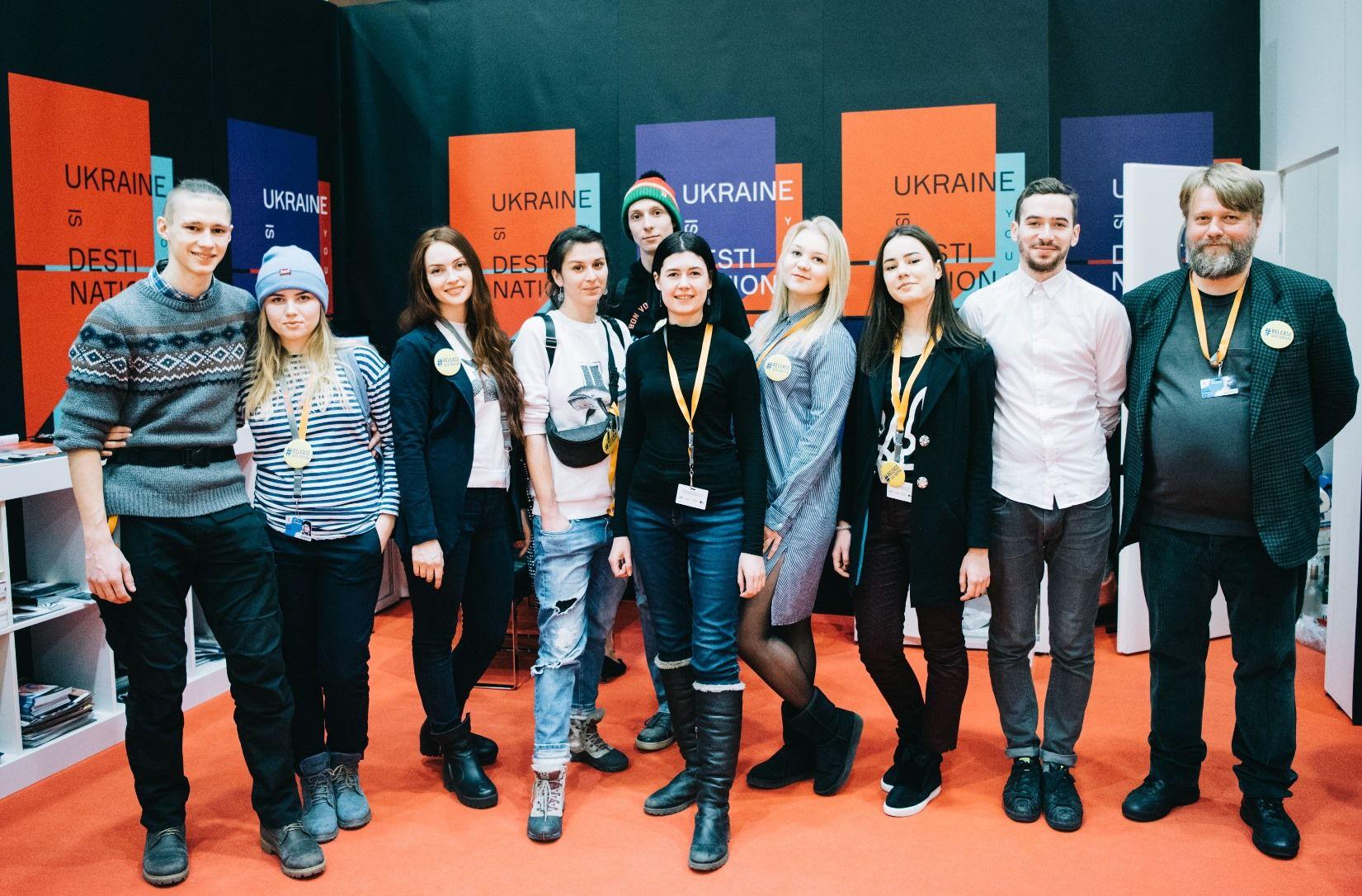 Украинский стенд – студенты института Карпенко-Карого и съемочная группа фильма