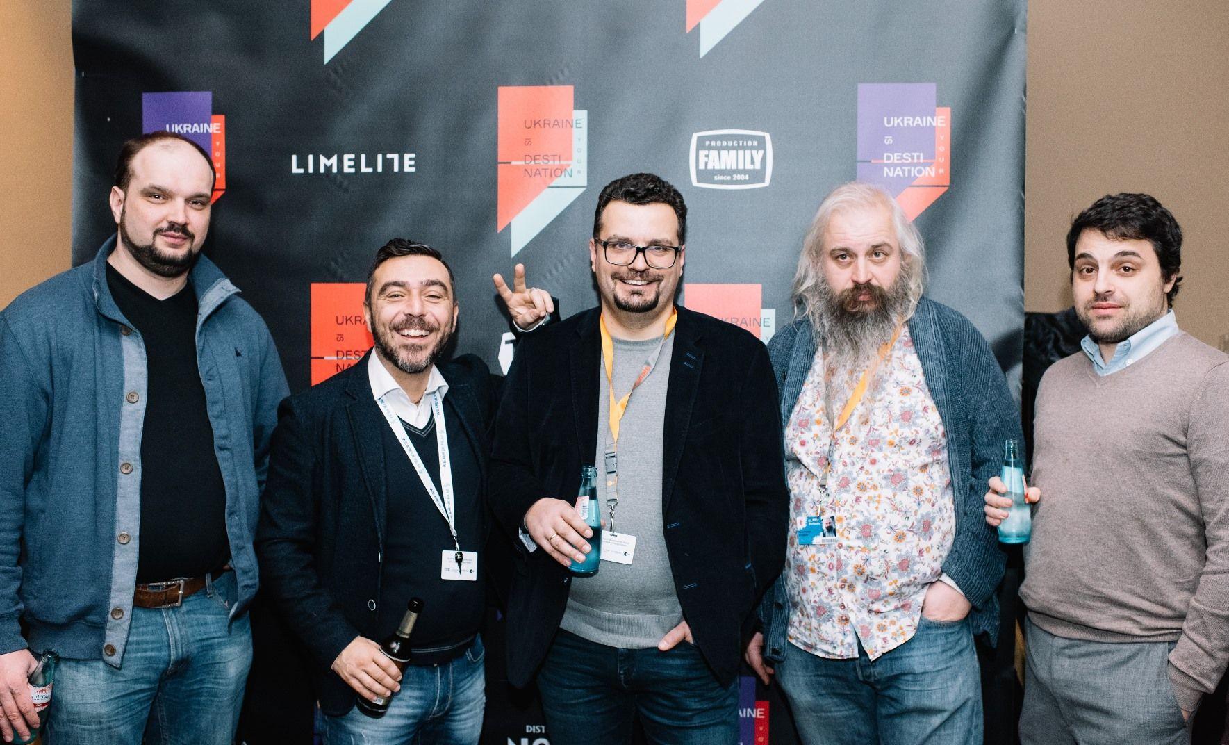 Глава Госкино Украины Филипп Ильенко (в центре) с украинскими и итальянскими продюсерами