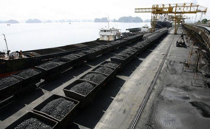 Добытый уголь накапливается на складе и не вывозится