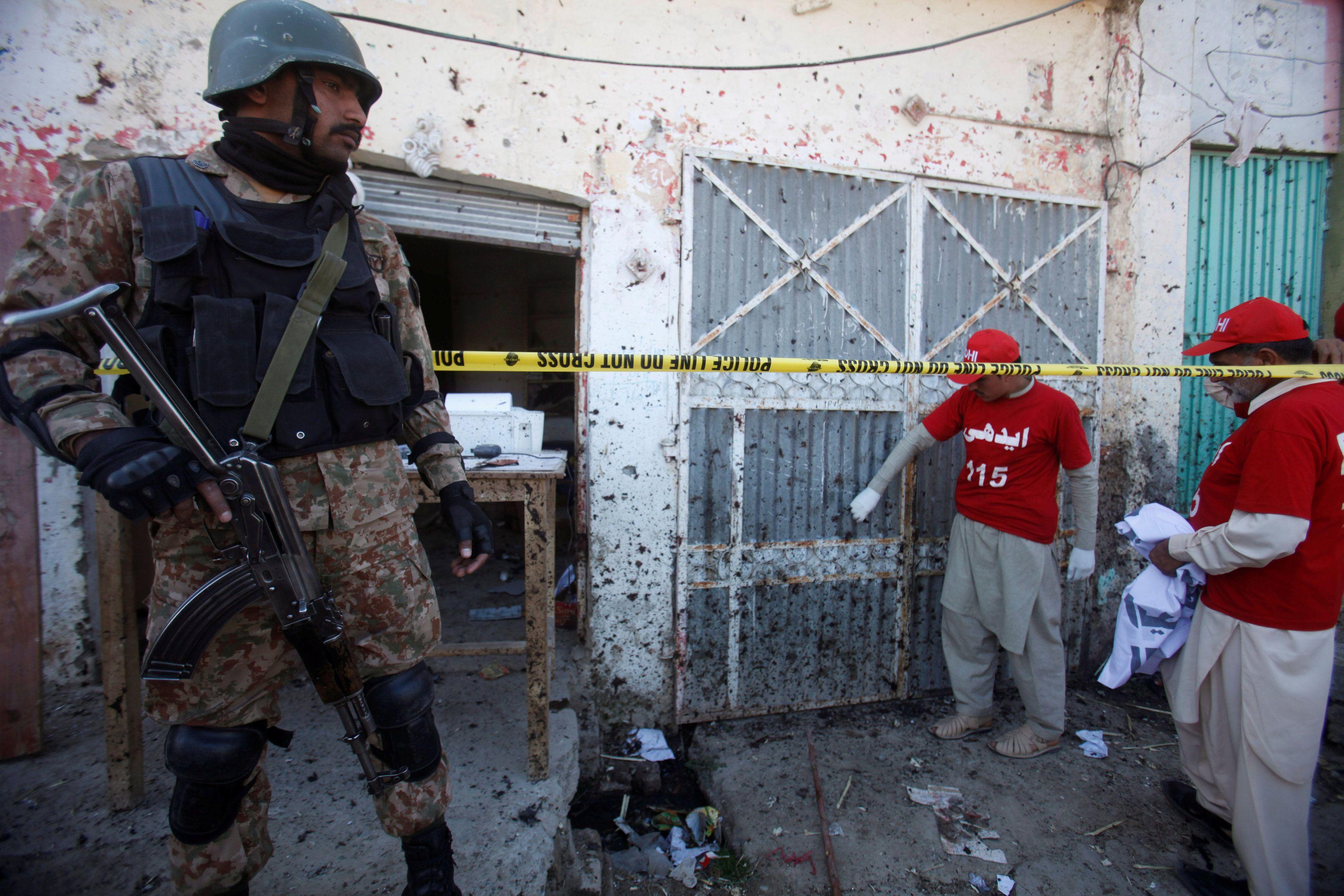 В полиции считают, что взрыв в Лахоре мог быть терактом