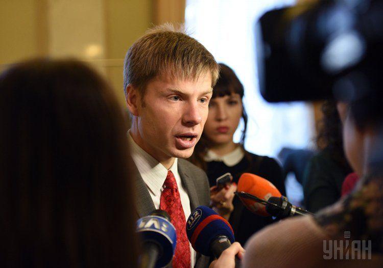 Скандальный украинский нардеп сцепился с журналистами в коридоре ПАСЕ: