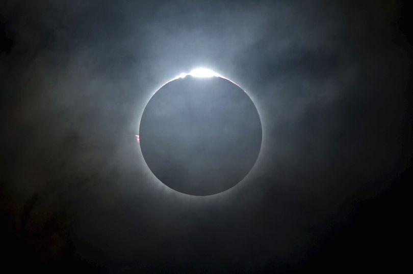 Солнечное затмение — В солнечное затмение особые события светят людям, которые родились с 14 июня по 15 июля, сообщил астролог