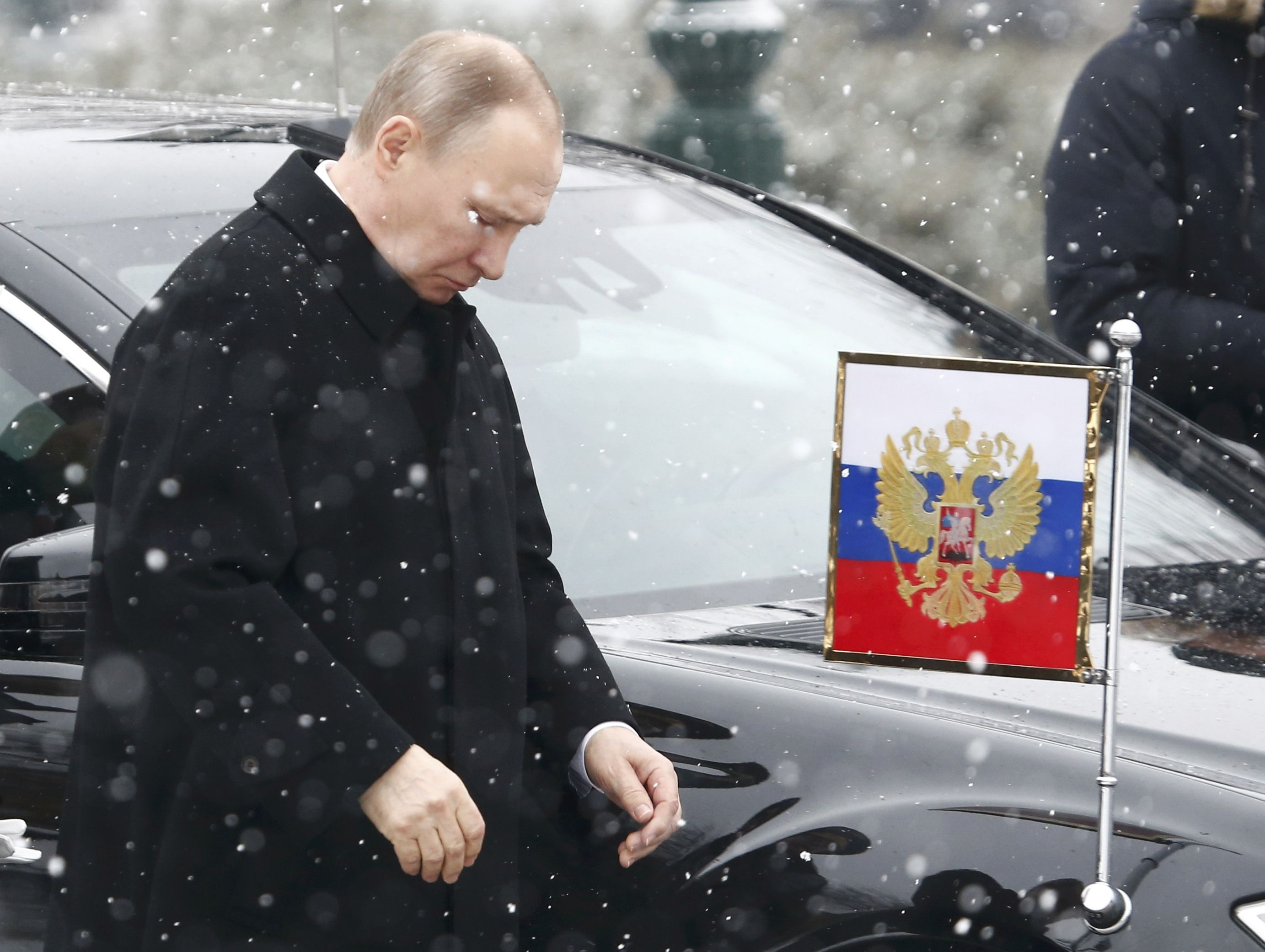 Путин изо всех сил стремится доказать свою незаменимость