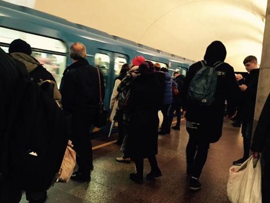 В киевском метро на рельсы упал мужчина