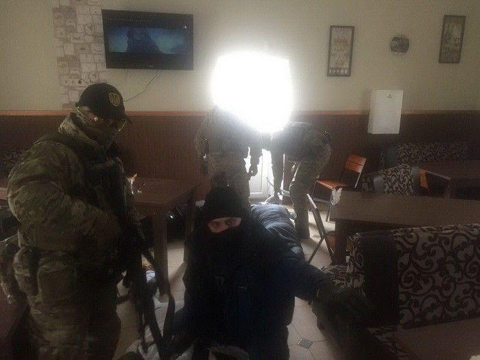 В Хмельницкой области накрыли банду рэкетиров, опубликованы фото