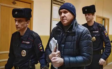 Полицейские и Владимир Евдокимов