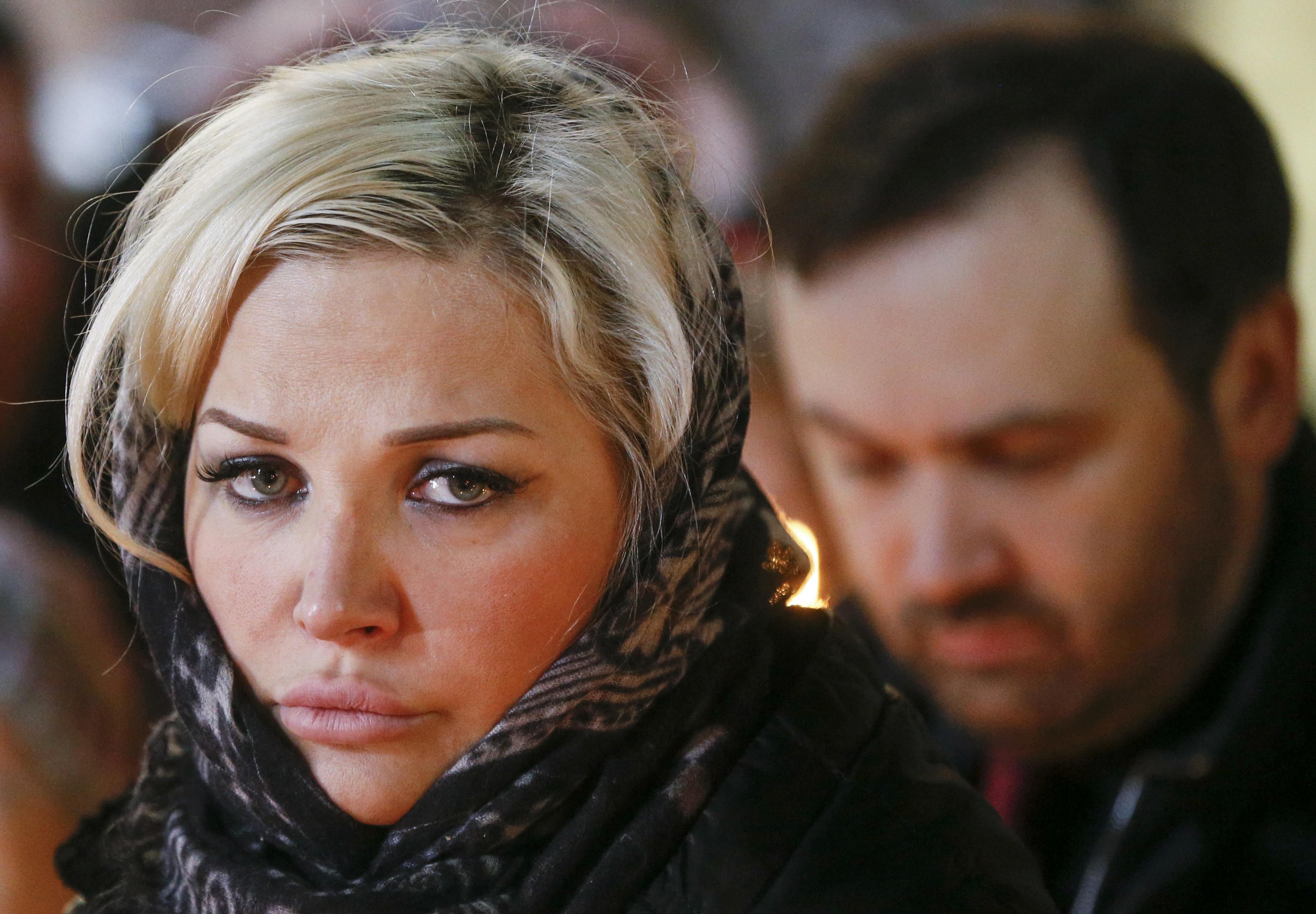 Мария Максакова и Илья Пономарев на похоронах Вороненкова.