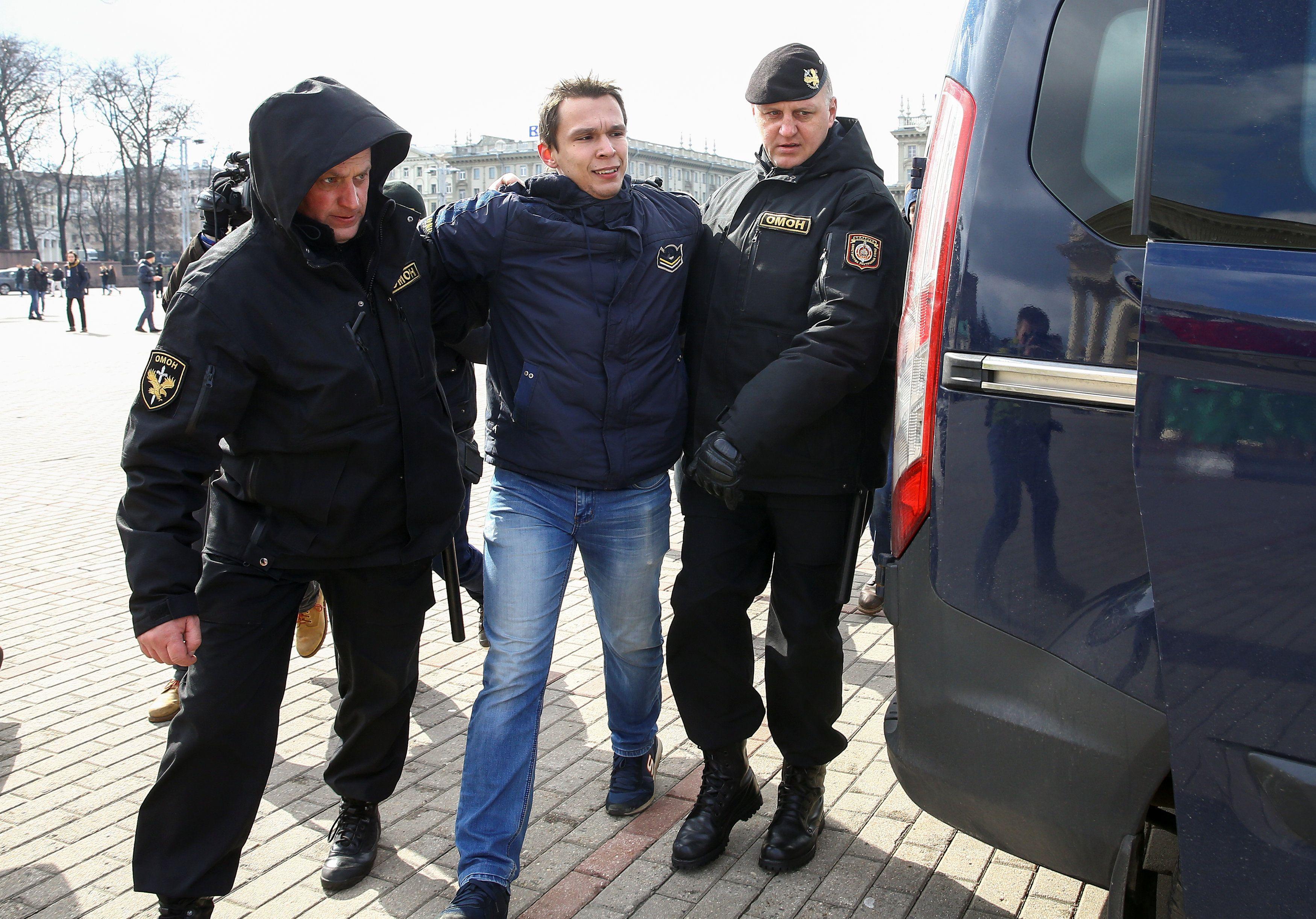 Задержание активиста в Минске