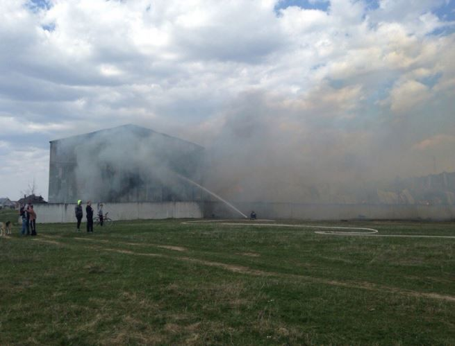 На Прикарпатье горели склады мебельной фабрики, опубликованы фото и видео