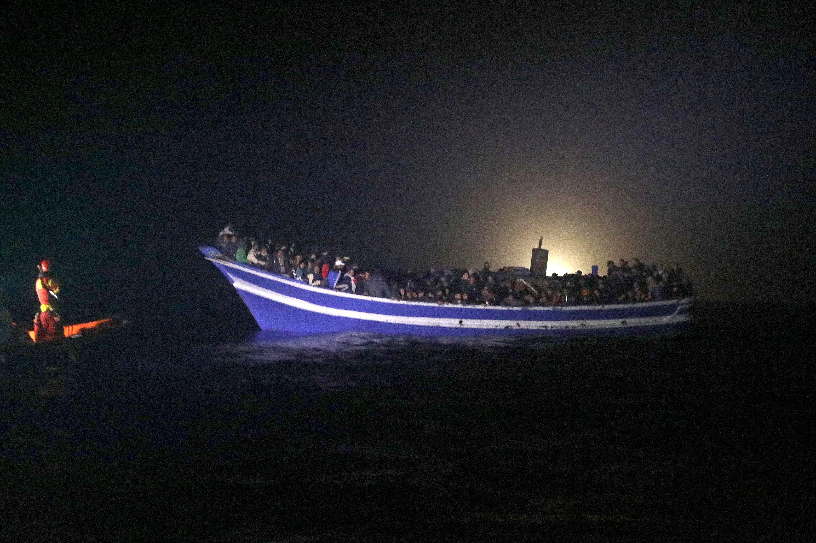 Беженцы в Средиземном море, иллюстрация.