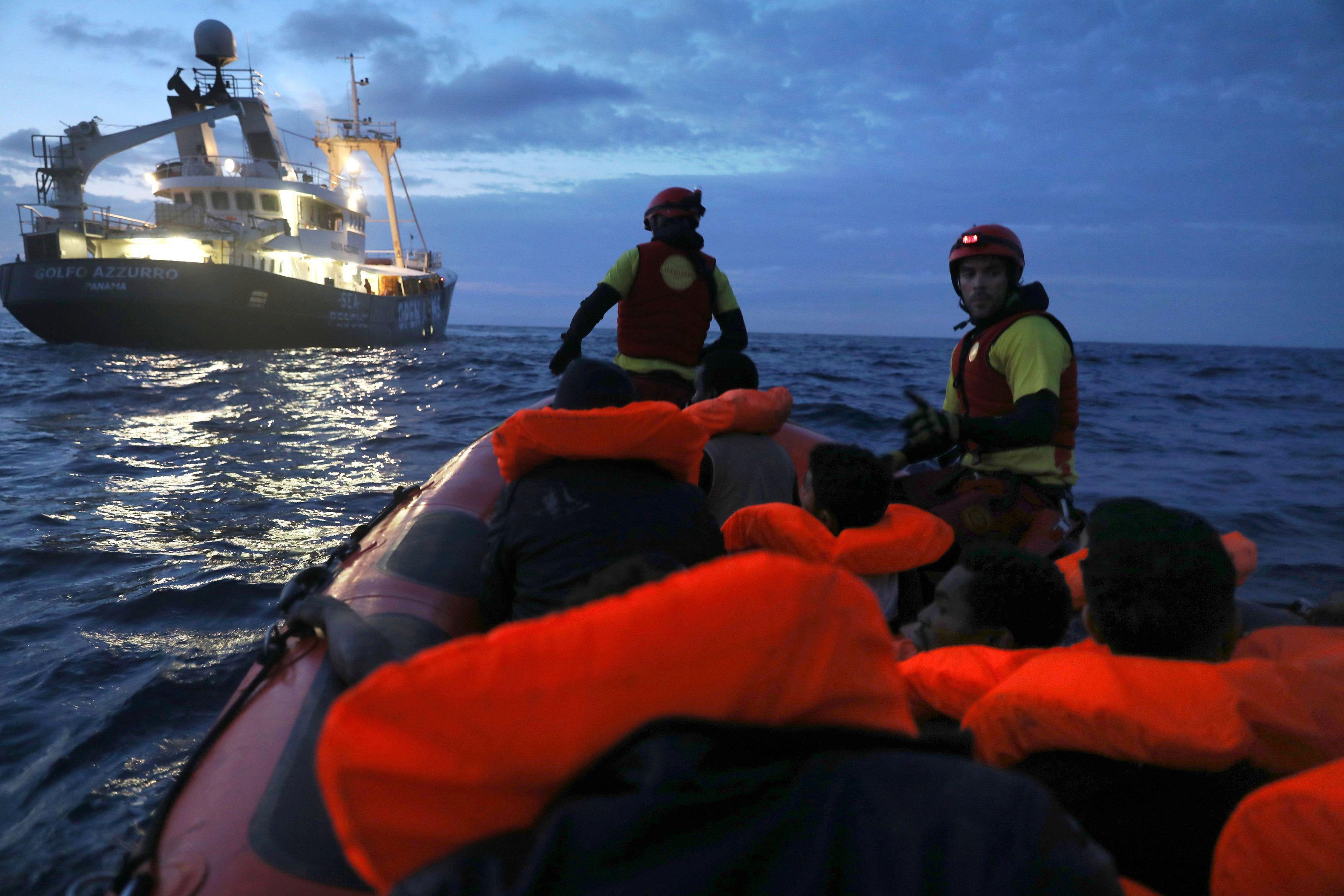 мигранты, беженцы, море, спасатели