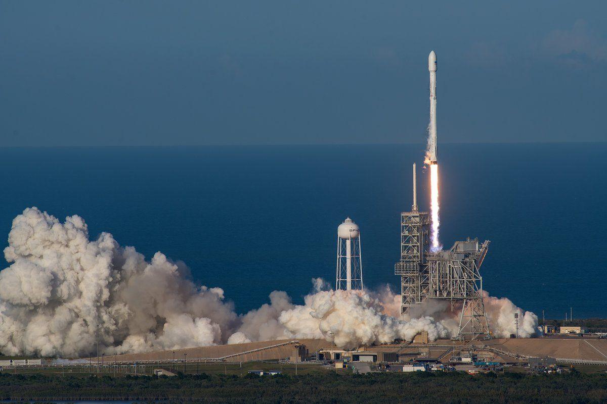 Ракета Маска пробила временную дыру