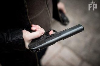 Человек с пистолетом, иллюстрация