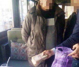 В Киеве с поличным поймали чиновника РГА
