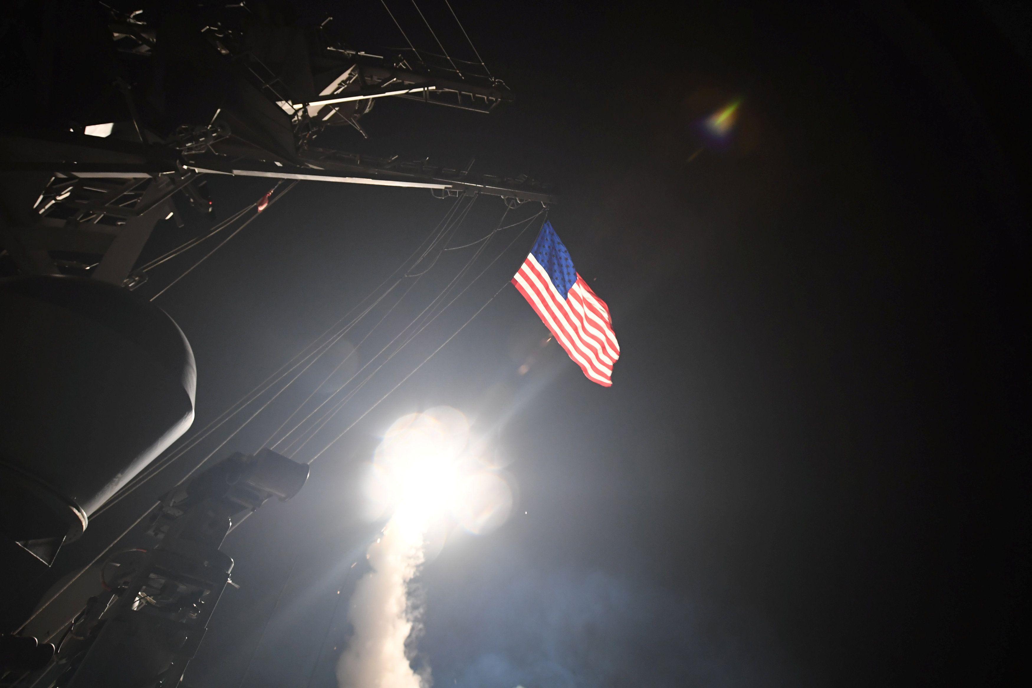 Ракетный удар США по авиабазе в Сирии.