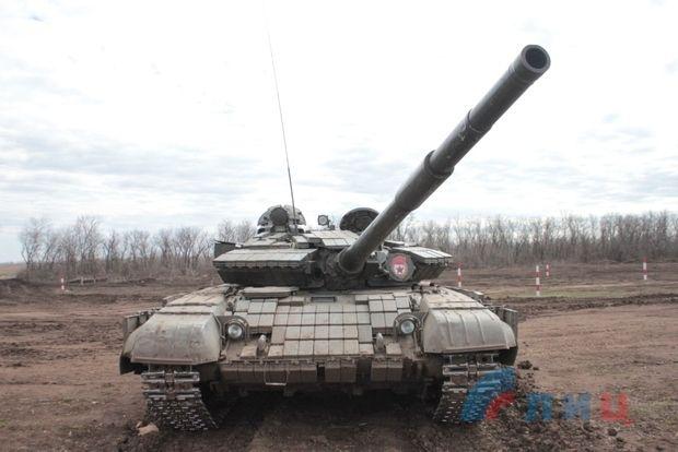 В луганском аэропорту боевики сосродоточили танки