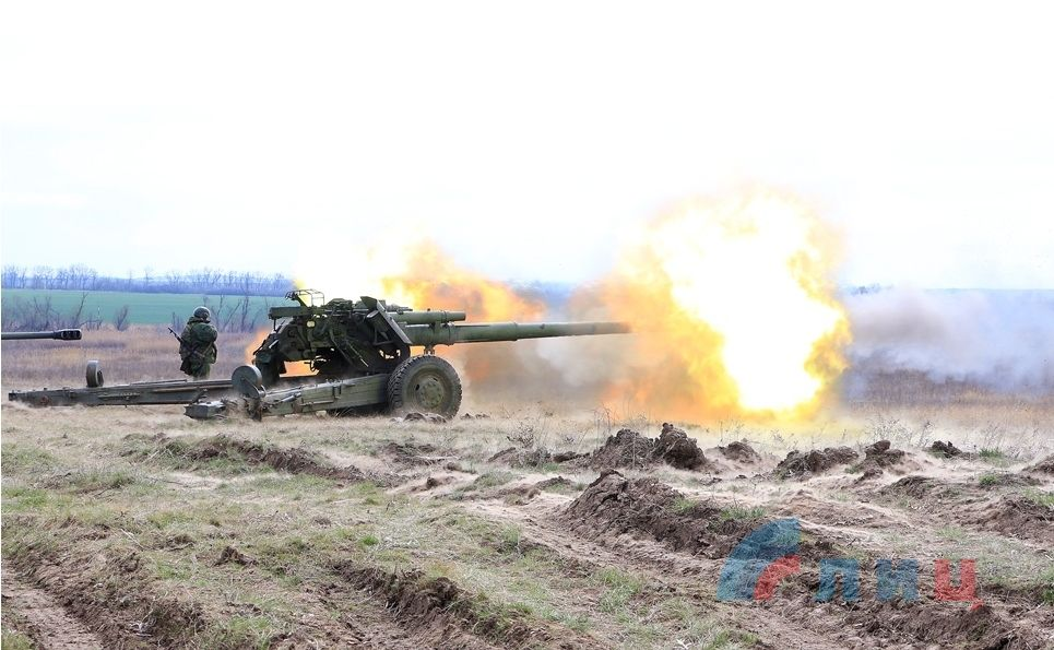 Работает артиллерия боевиков ЛНР, иллюстрация