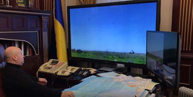 Турчинов тестирует мобильный командный пунк и запуск ракет.