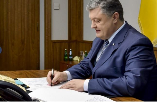 Порошенко подписал законы о пенсионной реформе
