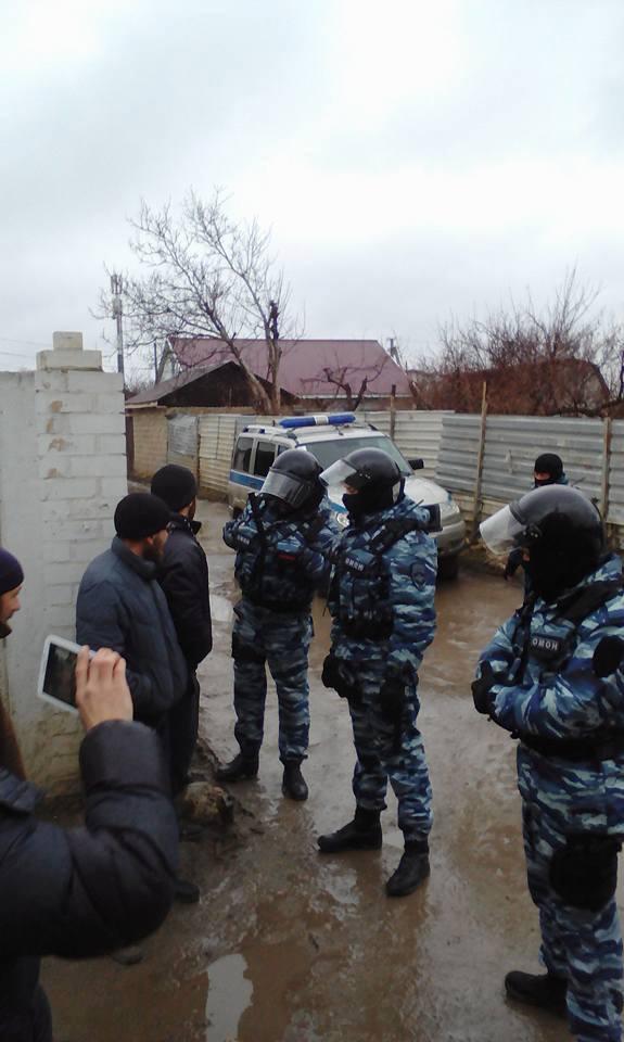 Обыски у крымских татар в Бахчисарае.