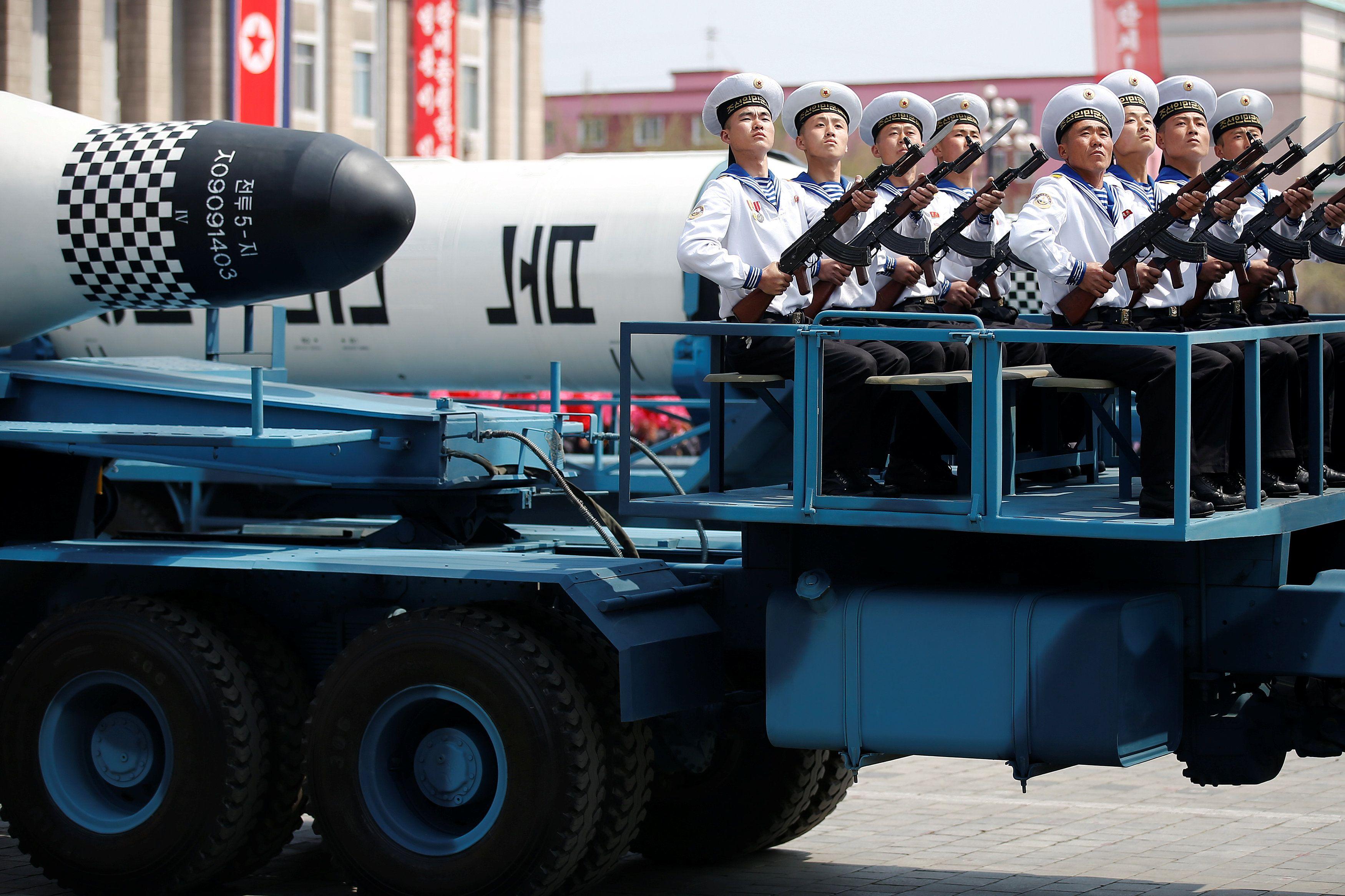 Парад в КНДР, иллюстрация