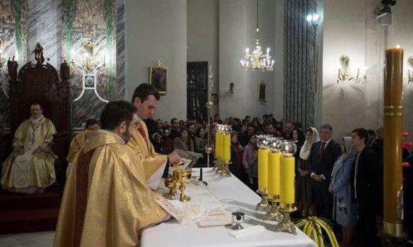 Сегодня православные и греко-католики празднуют Пасху, Порошенко и Гройсман поздравили украинцев