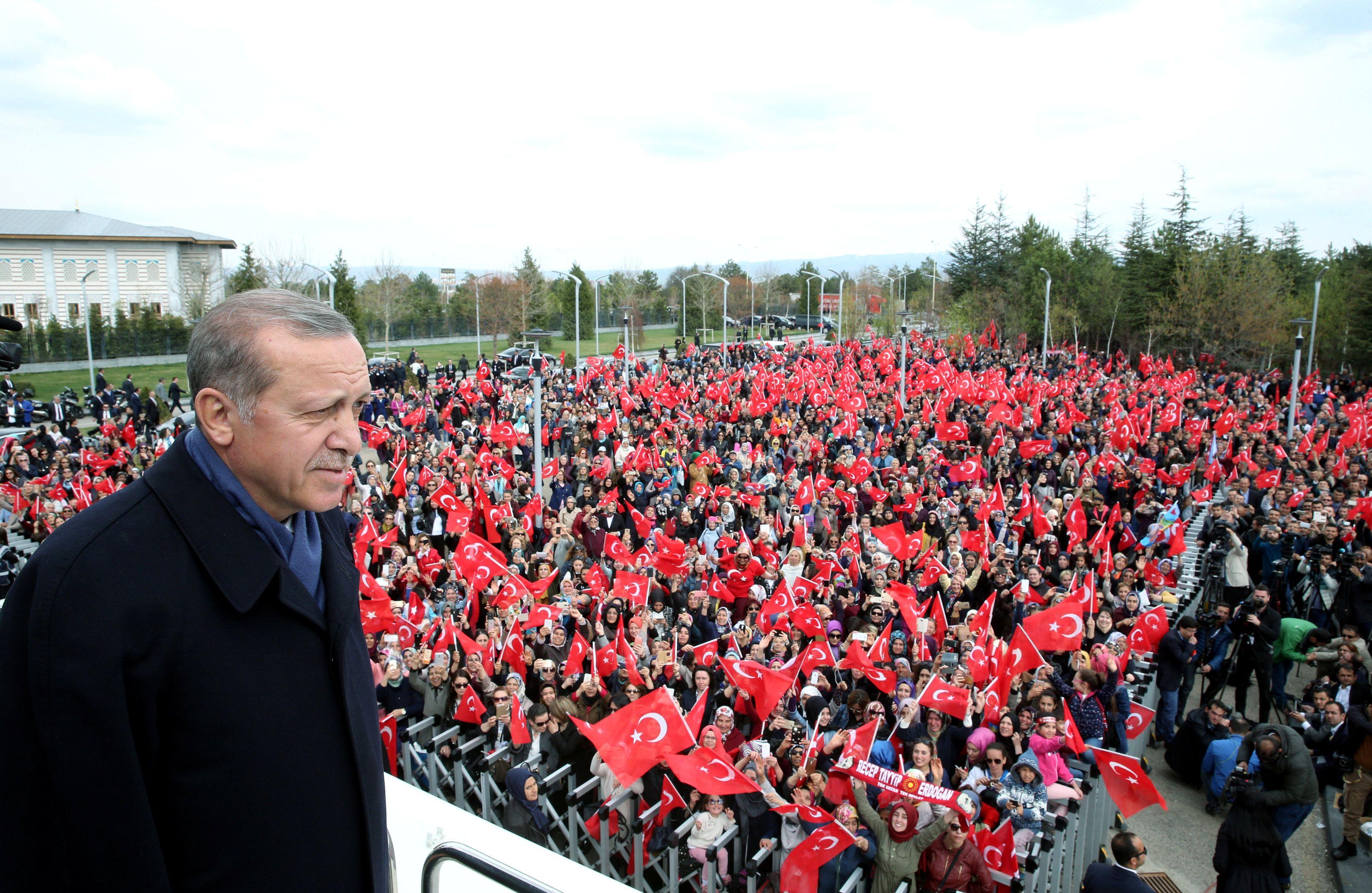 В Турции расширили президентские полномочия