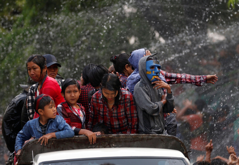 Водный фестиваль в Мьянме