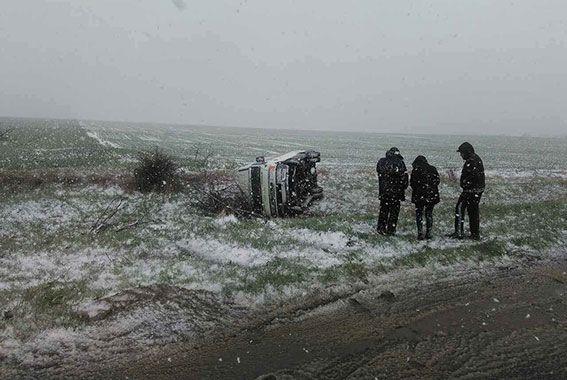 ДТП в Одесской области. На скользкой трассе бус слетел в кювет и перевернулся, пострадали 5 человек