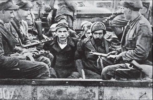 Лемковщина, 1947. Украинская партизаны, которых конвоируют польские солдаты