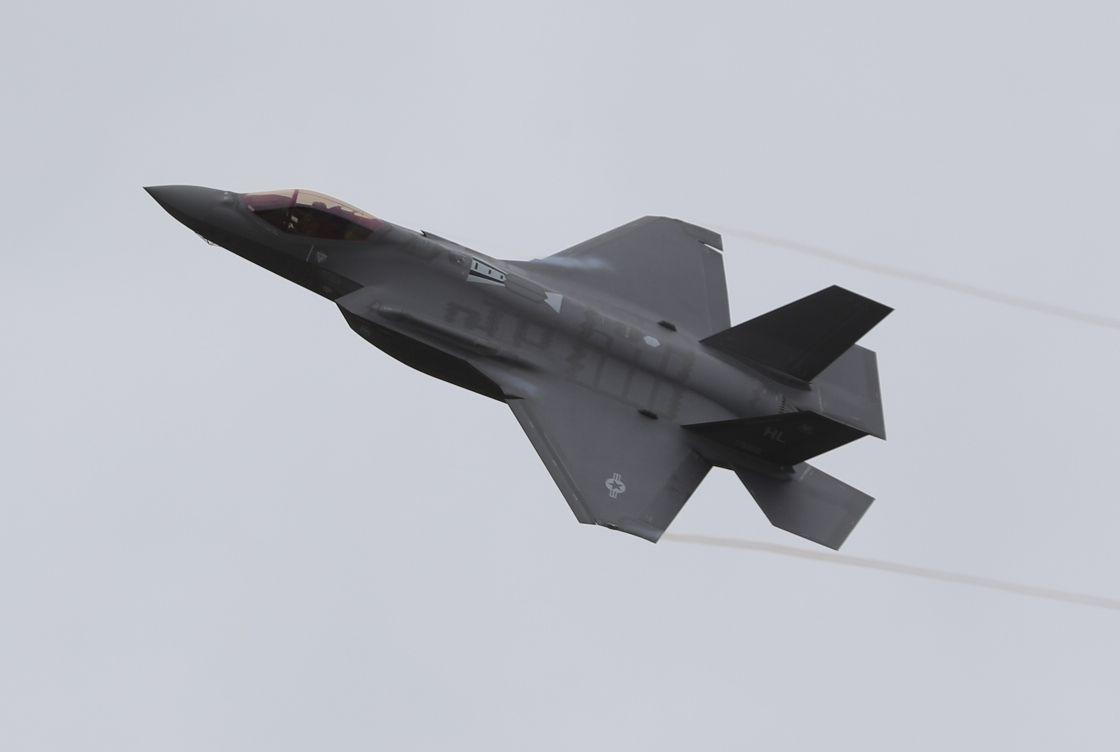 США перебросят в Европу самолеты F-22 и F-35