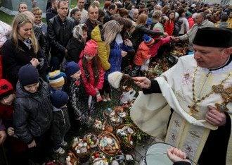 Пасхальна служба греко-католиків в Пустомитах.