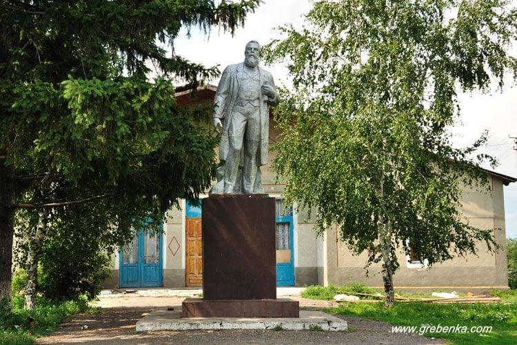 Памятник Энгельсу, иллюстрация.