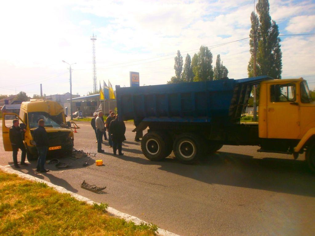 Маршрутка врезалась в КрАЗ