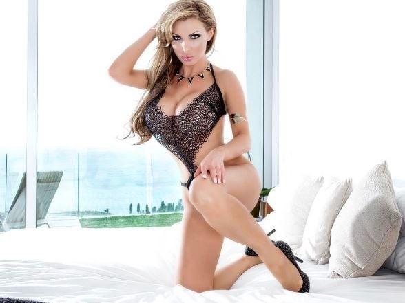Горячая порнозвезда из Мариуполя покорила Instagram