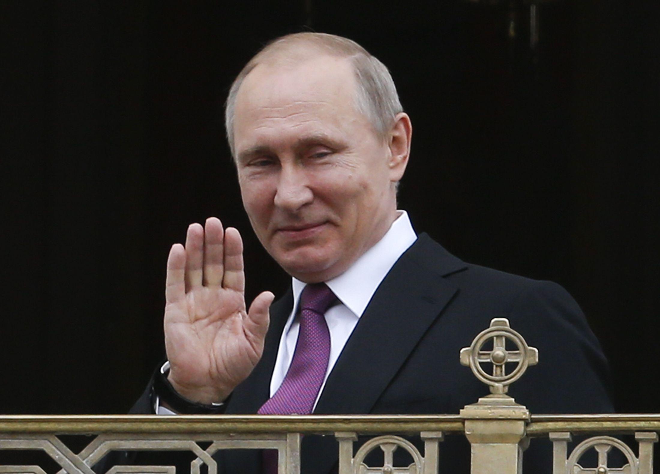 За Путина стали агитировать мертвые